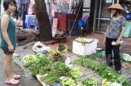 Hà Nội: Giá rau xanh giảm, đồ thủy hải sản
